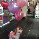 Heliumballons mit Pinata zum Geburtstag